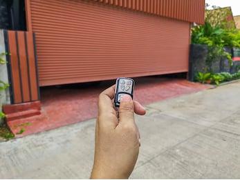 Campaña de vigilancia de mercado de puertas automáticas, comerciales y de garaje
